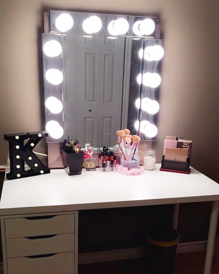 diy hollywood style mirror with lights tutorial from my new vanity table and diy mirror with. Black Bedroom Furniture Sets. Home Design Ideas